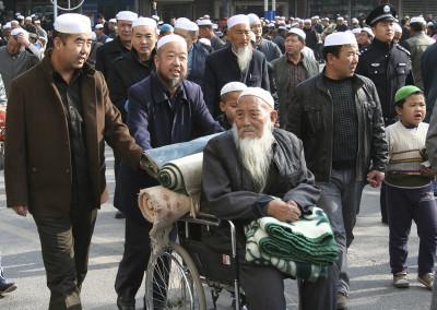 Guerbang_wheelchair_crowd